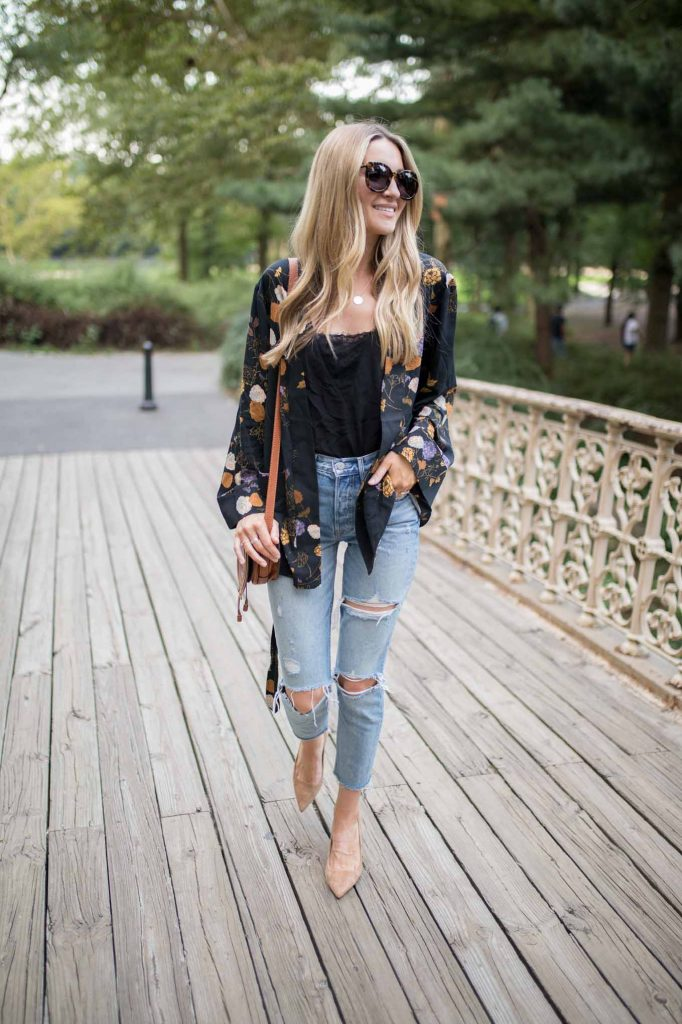 fall kimono with dark tank and light denim