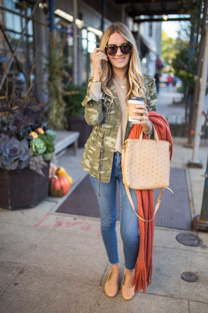 fall outfit with olive jacket and blush tote