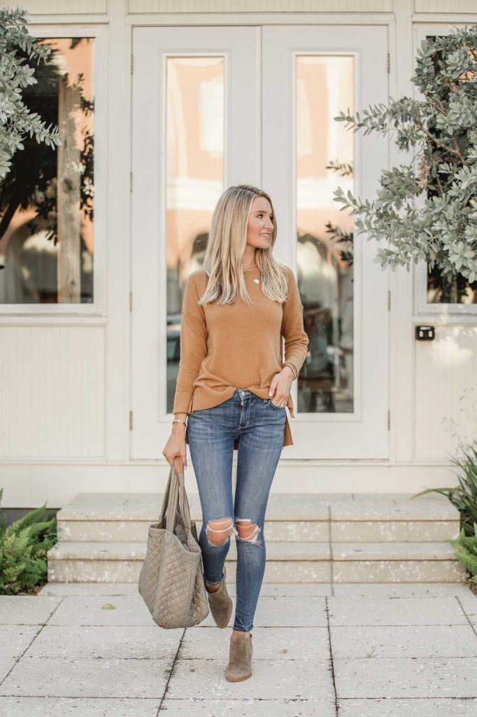 Grey tote and dark jeans