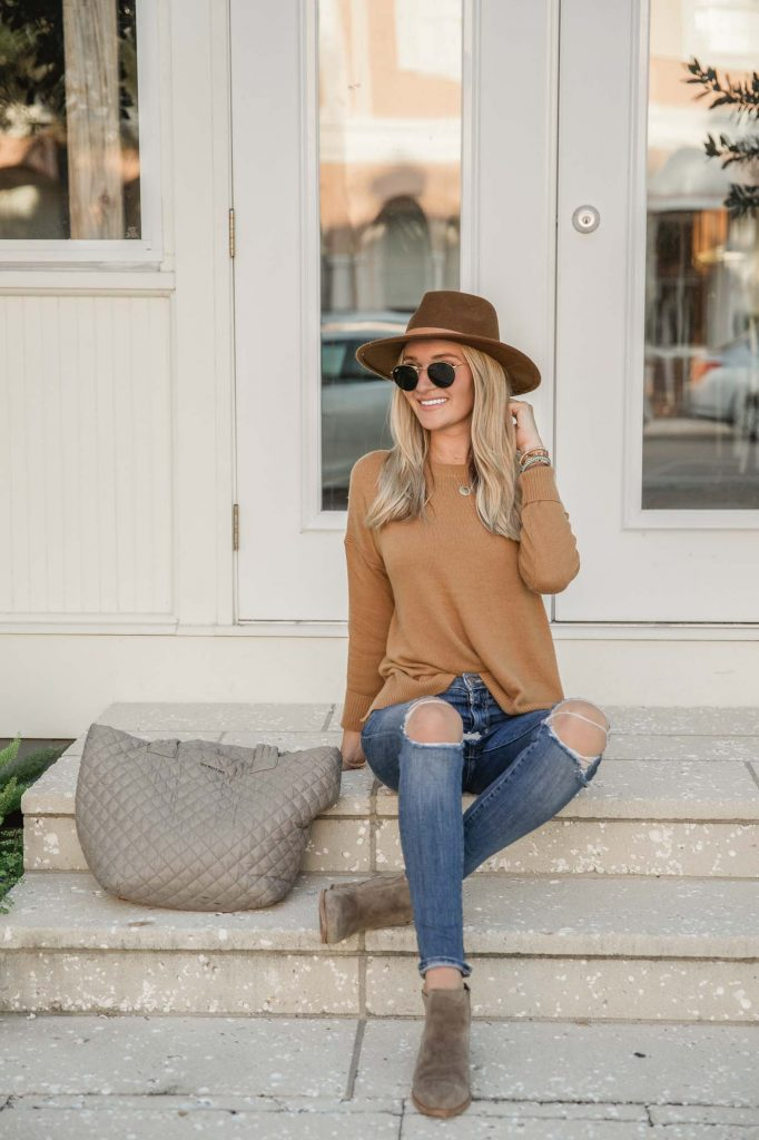 brown hat with everyday tote